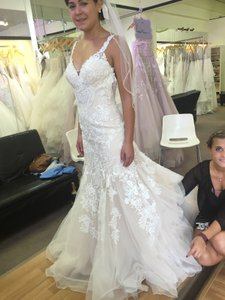 Essense Of Australia D2147 Wedding Dress