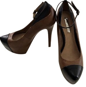 Halston black and brown Pumps