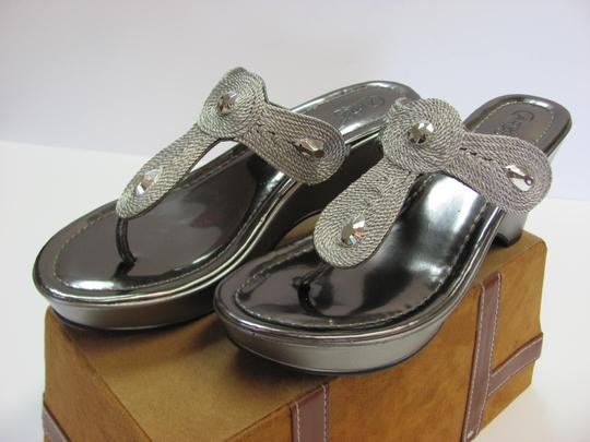 Carlos by Carlos Santana Size 9.00 M Padded Footbed Very Good Condition Silver, Sandals