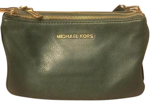 Preload https://img-static.tradesy.com/item/21201509/michael-kors-bedford-green-cross-body-bag-0-1-540-540.jpg
