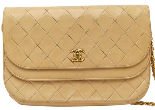 Preload https://img-static.tradesy.com/item/21201879/chanel-quilted-double-flap-chain-beige-lamb-skin-shoulder-bag-0-1-540-540.jpg