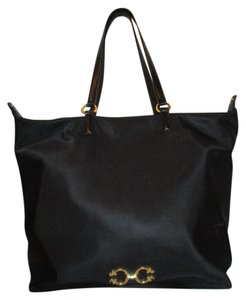 C. Wonder Tote in black
