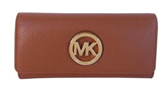Preload https://img-static.tradesy.com/item/21202625/michael-kors-luggage-fulton-slim-flap-clutch-checkbook-leather-wallet-0-0-540-540.jpg