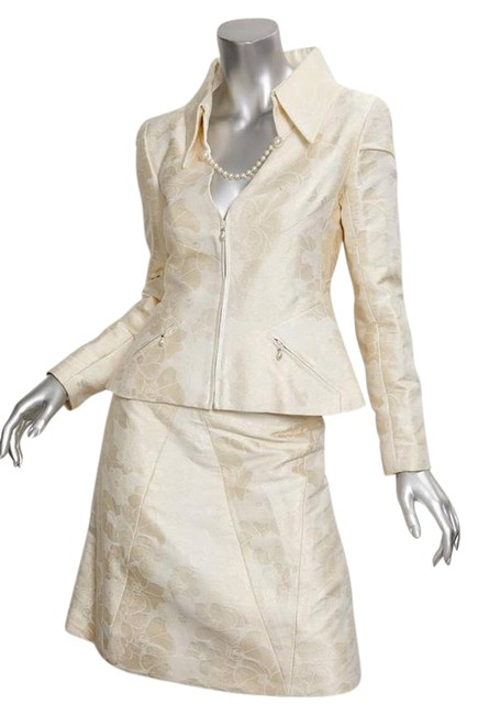 Preload https://img-static.tradesy.com/item/21203107/chanel-cream-01p-womens-cotton-silk-jaquard-blazer-a-line-outfit-skirt-suit-size-4-s-0-1-650-650.jpg