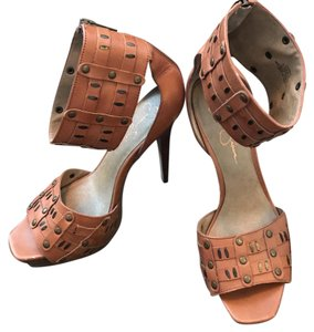 Jessica Simpson brown Platforms