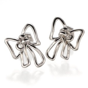 Marc by Marc Jacobs metal bow stud