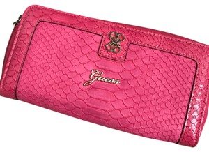 Guess Wristlet in pink