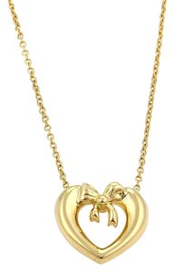 Tiffany & Co. 15972 . Tiffany & Co. Mini Heart & Bow 18k Gold Pendant