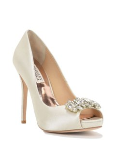 Badgley Mischka Alter Dress Pump Wedding Shoes