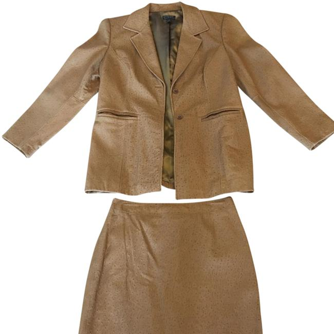 Preload https://img-static.tradesy.com/item/21208973/classique-ostrich-leather-skirt-suit-size-petite-12-l-0-1-650-650.jpg