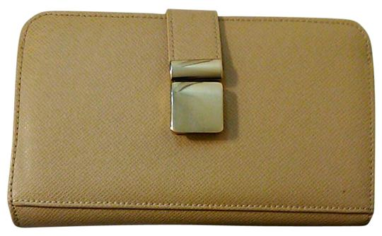 Preload https://img-static.tradesy.com/item/21209256/ivanka-trump-slender-buckle-gold-tone-wallet-with-interior-zippers-beige-pu-leather-clutch-0-12-540-540.jpg