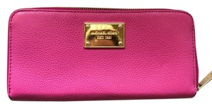 Michael Kors Jet Set Full Zip Continental Wallet in Fuschia Pink