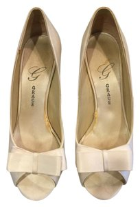 Salon Shoes Madeline Grace Wedding Siz 8 White Silk Pumps