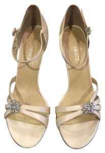 Salon Shoes Grace Size 8 Wedding Crystal White Silk Formal