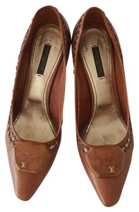 Louis Vuitton Leather Metallic Brown Pumps