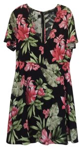 Forever 21 short dress black with floral design on Tradesy