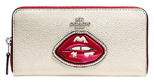 Coach Coach Two Lips Pebbled Leather Zip Accordion Wallet