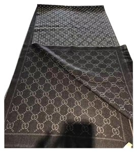 Gucci Gucci logo scarf. With studs.