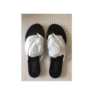 TKEES white and black Sandals