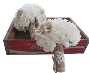 Ivory & Burlap Bouquets*burlap*shabby Chic*ivory*burlap*lace Ceremony Decoration
