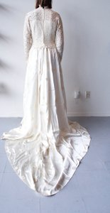 Vintage Wedding Gown With Lace Button-detail Top & Flower Applique Wedding Dress