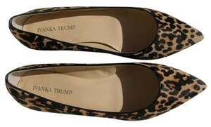 Ivanka Trump Pointed Toe Faux Fur Fall 11 M Leopard Flats