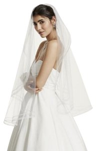 David's Bridal Brand New One Tier Mid Length Veil With Faux Horse Hair Edge