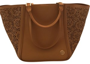 Vince Camuto Tote in oak maizy perf