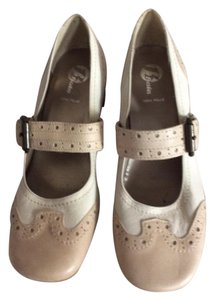 Bata Cream/Beige Pumps