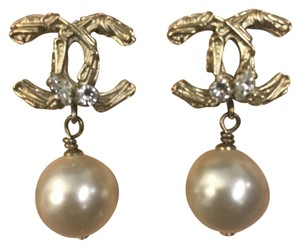 Chanel Chanel gold earrings with pearls