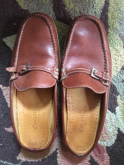 Preload https://img-static.tradesy.com/item/21226044/cole-haan-brown-leather-mulesslides-size-us-75-wide-c-d-0-0-540-540.jpg