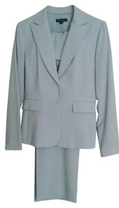 Tahari Tahari pants suit with one button jacket