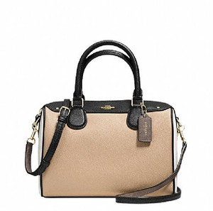 Coach F36689 Bennett Crossbody 57495 Satchel in beechwood black white