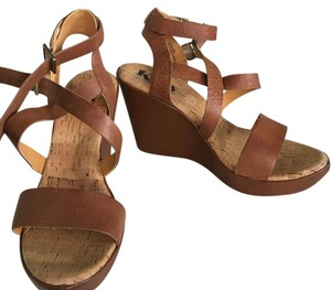 Kork-Ease Camel Platforms
