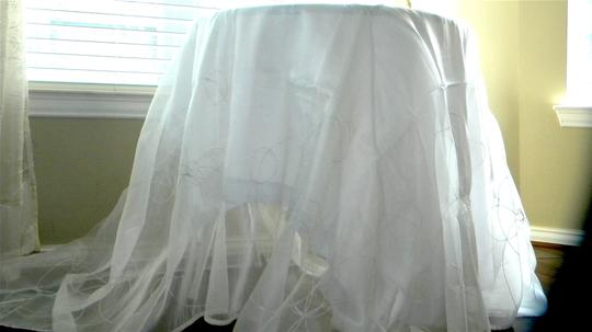 White Ds002 Tablecloth Image 1