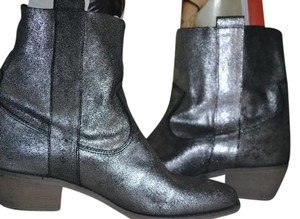 Charles David Groove Size 8 black silver leather Boots