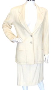 Chanel Chanel Ivory Wool Boucle 2pc skirt suit Sz 8 Euro 40 (France)
