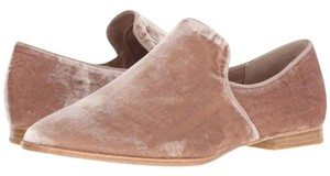 Steve Madden Women's Late Fashion Look Blush Velvet Flats