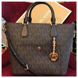 Michael Kors Mk Greenwich Mk Logo Saffiano Strap Tote in Brown