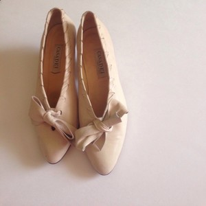 Casadei Neutral Heels Bows Vintage Pumps
