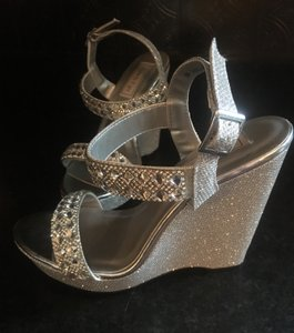 Touch Ups Silver Sparkle Wedges Size US 8 Regular (M, B)