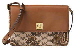 Michael Kors Wallet Messenger Cross Body Bag