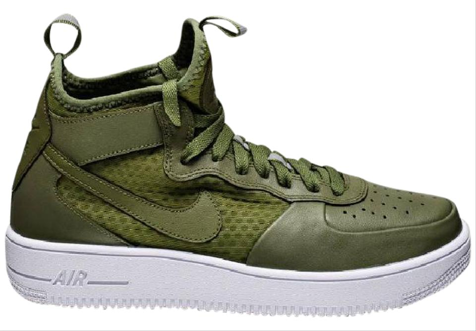 buy popular 2d235 a340e Nike Emerald Green Athletic Image 0