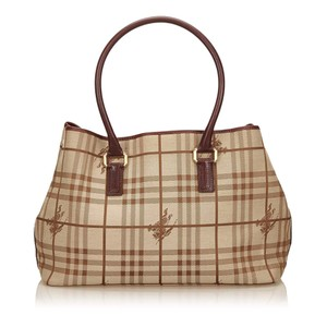 Burberry 7cbuto005 Tote in Brown