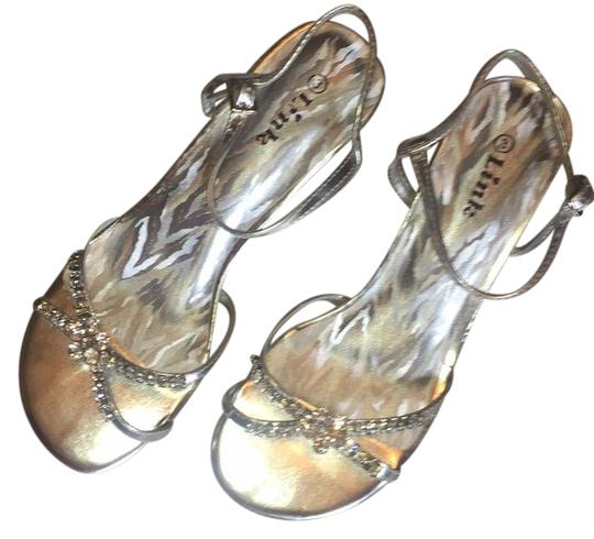 Preload https://img-static.tradesy.com/item/21244173/crystal-silver-girls-stunning-sandals-size-us-4-regular-m-b-0-1-540-540.jpg