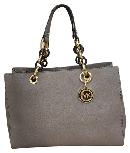 Preload https://img-static.tradesy.com/item/21245299/michael-kors-cynthia-sm-saffiano-satchel-sold-out-toupe-leather-cross-body-bag-0-3-540-540.jpg