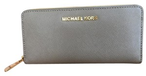 Michael Kors Michael Kors Jet Set Wallet Like New!