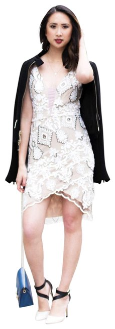 Preload https://img-static.tradesy.com/item/21245607/cream-and-nude-embroidered-fitted-lace-sequins-short-night-out-dress-size-12-l-0-3-650-650.jpg