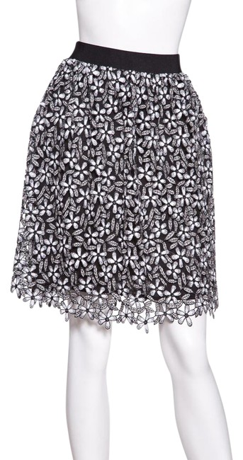 Preload https://img-static.tradesy.com/item/21245933/self-portrait-black-and-white-daisy-embroidered-size-4-s-27-0-1-650-650.jpg