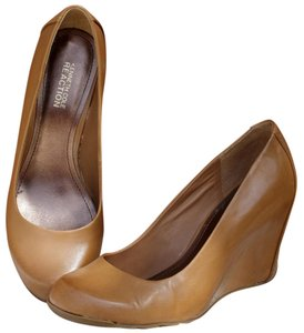 Kenneth Cole Reaction Leather Signature Classic Boho Tan Wedges